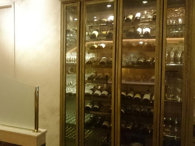 ノクターンを奏でる味わいのあるワインが無数に納められたワインセラー | 銀座高級クラブ ノクターン
